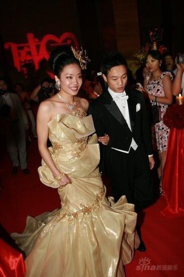 Ngỡ váy cưới 7 tỷ của Angela Baby đã phá đảo showbiz, nào ngờ vẫn thua xa đầm bằng vàng của mỹ nhân làng thể thao - Ảnh 8.