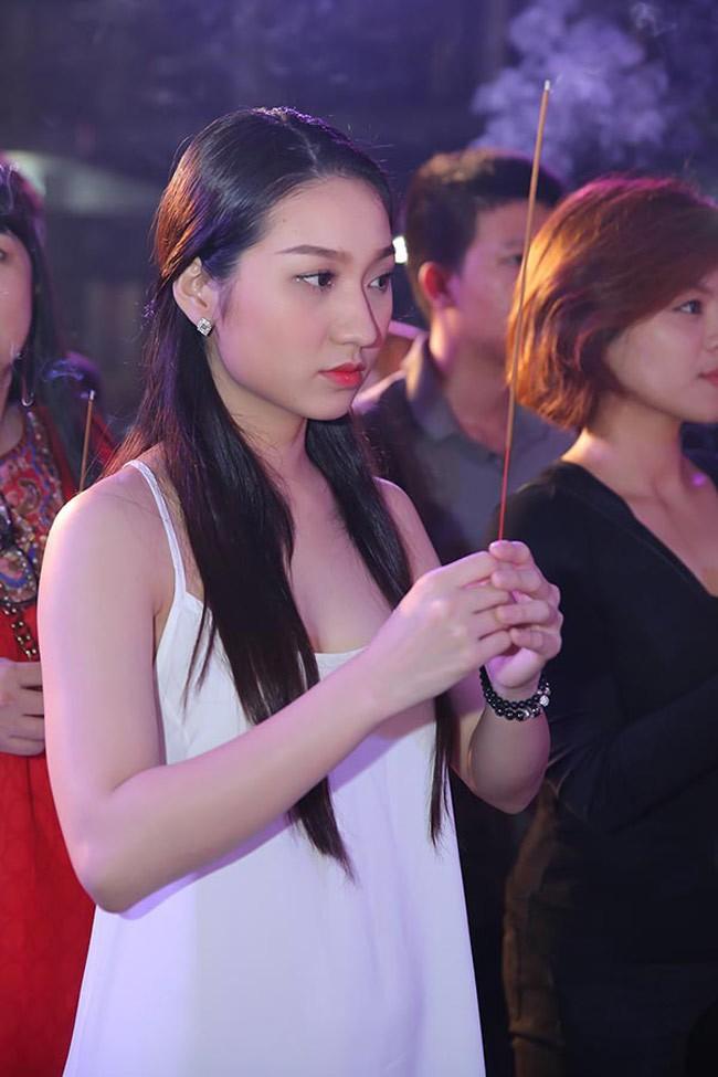 Mai Phương Thuý, Phi Thanh Vân bị chê vì mặc hở khi cúng tổ nghề - ảnh 9