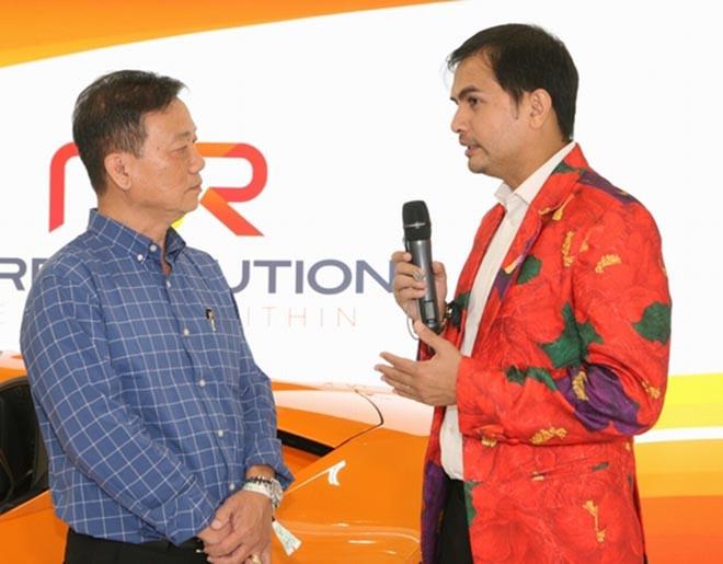 Nguyễn Hồng Nhung khoe dáng bên siêu xe 16 tỷ đồng, tiết lộ thu nhập khủng tại Mỹ - Ảnh 9.