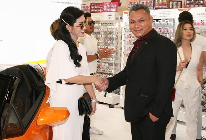 Nguyễn Hồng Nhung khoe dáng bên siêu xe 16 tỷ đồng, tiết lộ thu nhập khủng tại Mỹ - Ảnh 7.