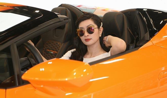 Nguyễn Hồng Nhung khoe dáng bên siêu xe 16 tỷ đồng, tiết lộ thu nhập khủng tại Mỹ - Ảnh 3.