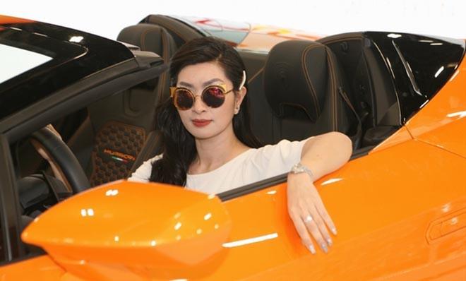 Nguyễn Hồng Nhung khoe dáng bên siêu xe 16 tỷ đồng, tiết lộ thu nhập khủng tại Mỹ - Ảnh 5.