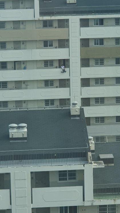 Bức ảnh chụp khoảnh khắc nam thanh niên nhảy lầu tự tử khiến dân mạng Hàn Quốc đứng tim nhưng sự thật hóa ra rất bất ngờ - Ảnh 4.
