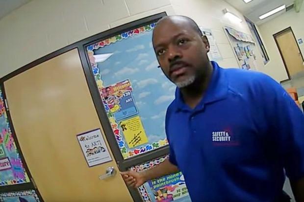 Biết giáo viên dị ứng với chuối, ba học sinh vẫn cố tình chơi khăm khiến cô giáo suýt mất mạng - Ảnh 2.