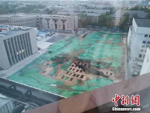 Hơn 90 huyệt mộ được phát hiện ngay trong khuôn viên đại học danh tiếng nhất Trung Quốc (Ảnh: chinanews.com)