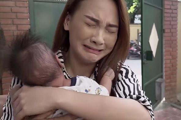 Đạo diễn Về nhà đi con hô cắt, Bảo Thanh vẫn khóc tiếp khiến đoàn phim sửng sốt - Ảnh 6.