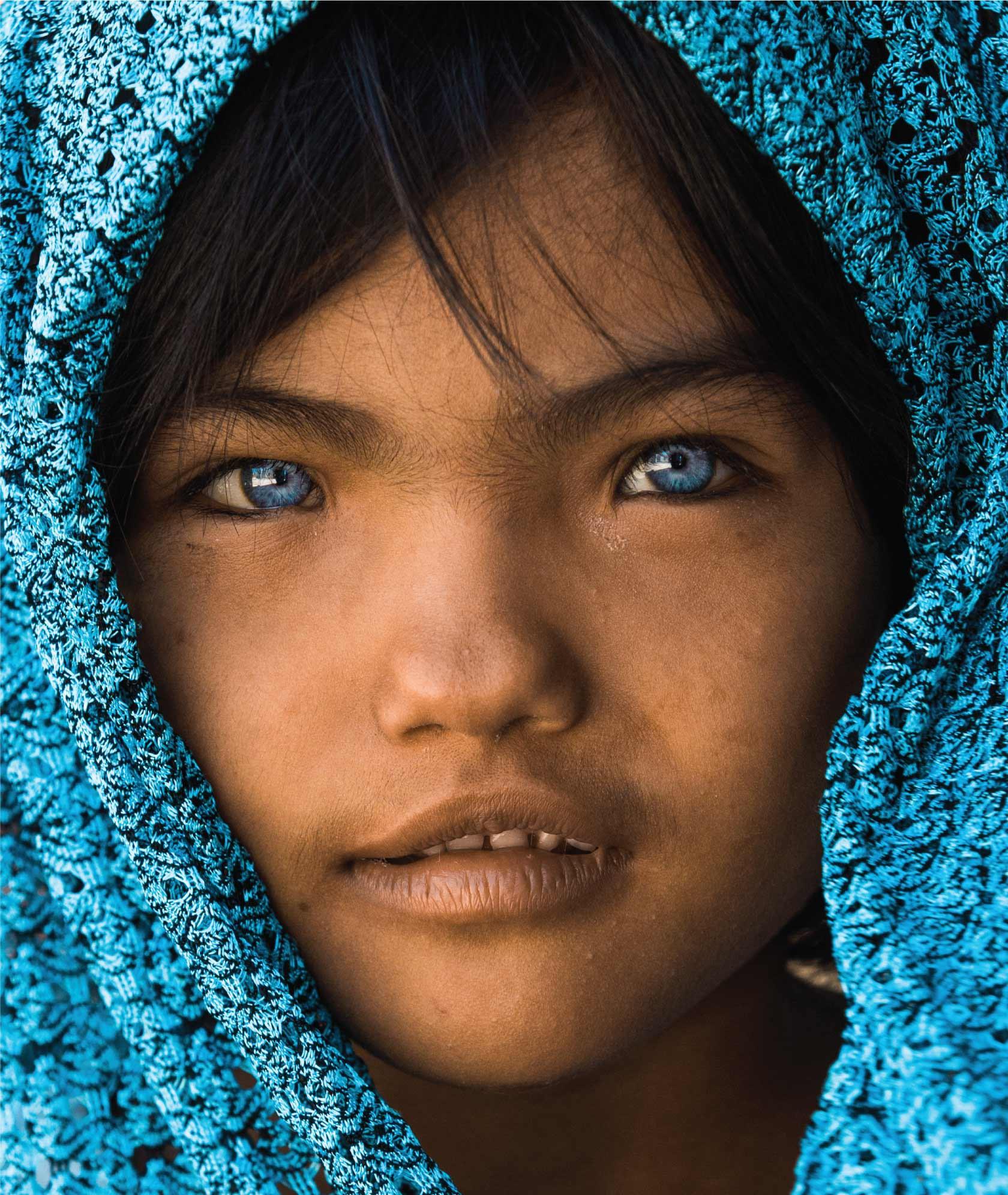 люди с сапфировыми глазами фото красивые места