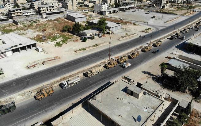 24h qua ảnh: Xe quân sự Thổ Nhĩ Kỳ tiến vào Syria - ảnh 5