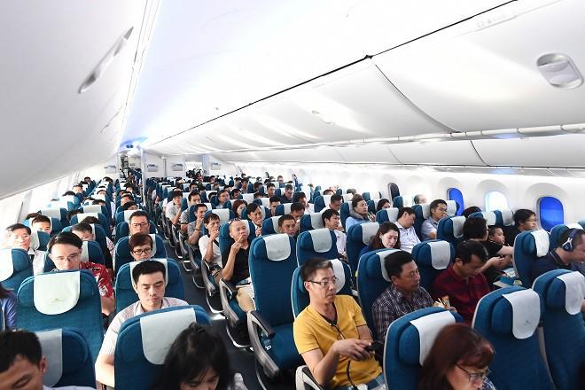 Siêu máy bay Boeing 787-10 lớn nhất Việt Nam bay chuyến thương mại đầu tiên - Ảnh 1.
