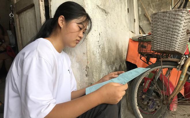Nhận giấy báo nhập học, nữ sinh nghèo nghẹn ngào nhờ mẹ cất vào tủ vì không có tiền đi học - Ảnh 4.