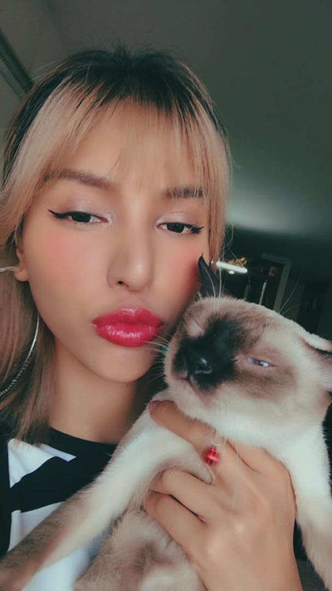 Siêu mẫu Việt quyến rũ nhất châu Á: Vay tiền thi hoa hậu, ở nhà thuê cùng đàn mèo hoang - Ảnh 5.