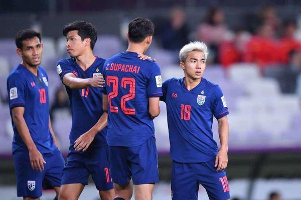 CĐV Thái Lan tin đội nhà đánh bại Việt Nam chỉ với 2 tiền đạo - Ảnh 2.