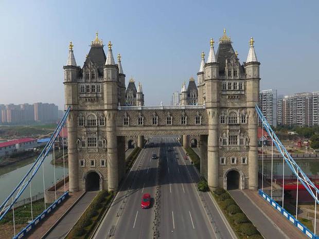 Đâu chỉ mỗi Cầu Vàng, Trung Quốc còn có hàng loạt phiên bản nhái của các địa điểm nổi tiếng thế giới, fake đến tiểu tiết luôn! - Ảnh 6.