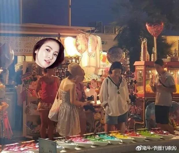 Lộ ảnh hiếm Song Hye Kyo hẹn hò ở chợ Cannes hậu ly hôn: Mặt mộc khiến du khách tại Pháp phải mê, biểu cảm gây chú ý - Ảnh 3.