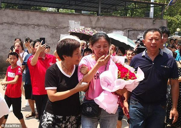 Mất tích suốt 30 năm ròng rã, cô gái khóc nghẹn trong ngày đoàn tụ với người thân - Ảnh 7.
