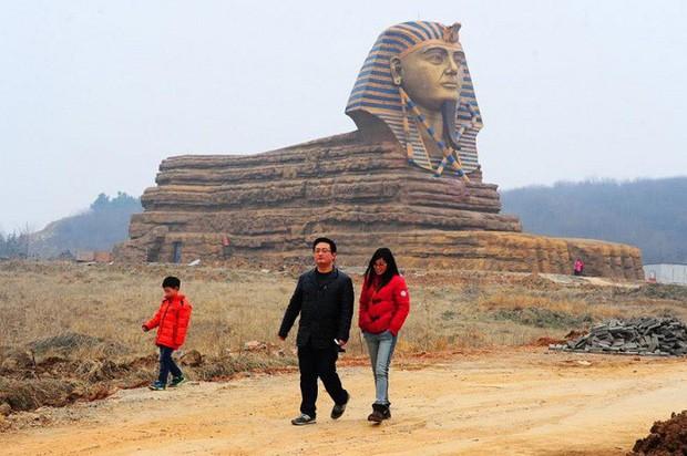 Đâu chỉ mỗi Cầu Vàng, Trung Quốc còn có hàng loạt phiên bản nhái của các địa điểm nổi tiếng thế giới, fake đến tiểu tiết luôn! - Ảnh 12.