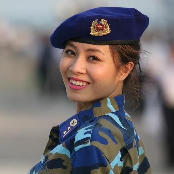 Loạt ảnh sexy mới của MC Hoàng Linh gây tranh cãi - Ảnh 10.