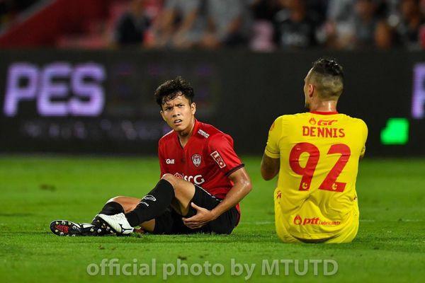 Đồng đội của Đặng Văn Lâm khóc như mưa trong ngày được gọi lên ĐT Thái Lan đấu Việt Nam - Ảnh 2.