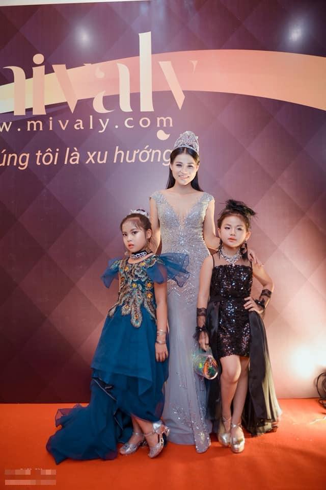 Á hoàng Sắc đẹp 2013: Bố mẹ ngăn cản vào showbiz, đi làm mẫu ảnh với cát-xê 500 ngàn - Ảnh 4.
