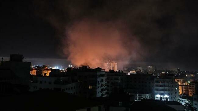 Chiến đấu cơ Israel tấn công căn cứ hải quân Hamas, tên lửa bắn nhầm máy bay dân sự ở biên giới Syria - Ảnh 3.