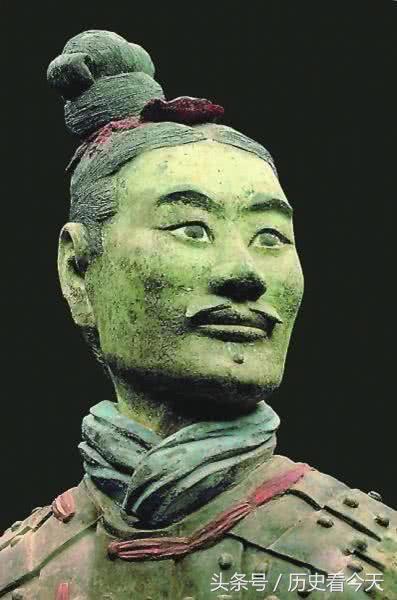 Tìm thấy chiến binh đất nung kỳ lạ nhất trong lăng mộ Tần Thủy Hoàng: Giới khảo cổ bất ngờ - Ảnh 1.