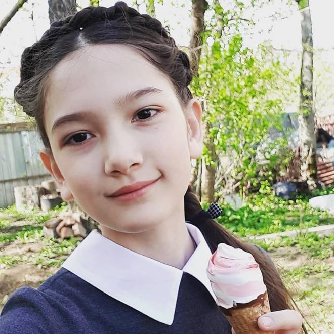 Em gái Lâm Tây sở hữu chiều cao 1m65 và thần thái cuốn hút ở tuổi 12 - Ảnh 2.