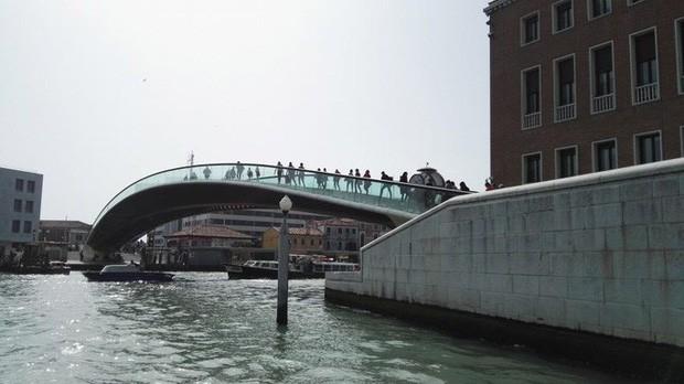 Kiến trúc sư bị phạt 86.000 USD vì cây cầu không thân thiện du lịch - Ảnh 1.