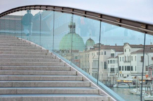 Kiến trúc sư bị phạt 86.000 USD vì cây cầu không thân thiện du lịch - Ảnh 2.