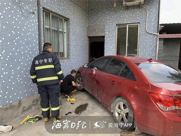 Chỉ muốn giúp con trai đi rửa xe, bố vô tình gây ra bi kịch khiến ông ân hận suốt đời - Ảnh 1.