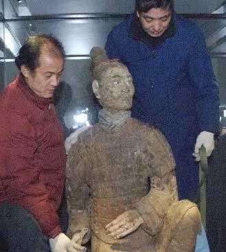 Tìm thấy chiến binh đất nung kỳ lạ nhất trong lăng mộ Tần Thủy Hoàng: Giới khảo cổ bất ngờ - Ảnh 2.