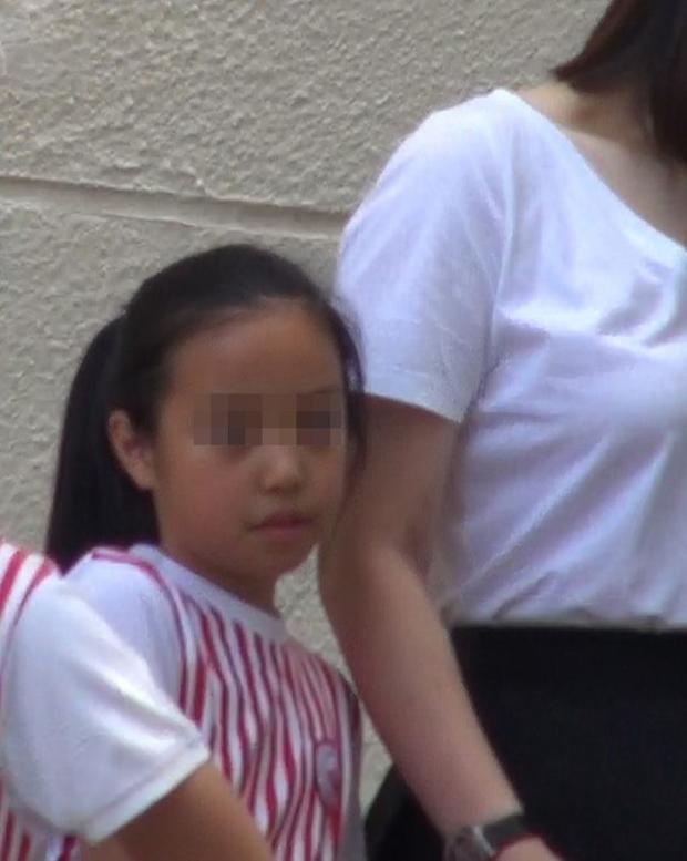 Rich kid nhà Triệu Vy: Học trường quốc tế học phí khủng, bạn bè toàn cậu ấm cô chiêu nhà đại minh tinh - Ảnh 4.