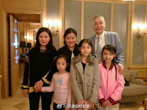 Rich kid nhà Triệu Vy: Học trường quốc tế học phí khủng, bạn bè toàn cậu ấm cô chiêu nhà đại minh tinh - Ảnh 7.