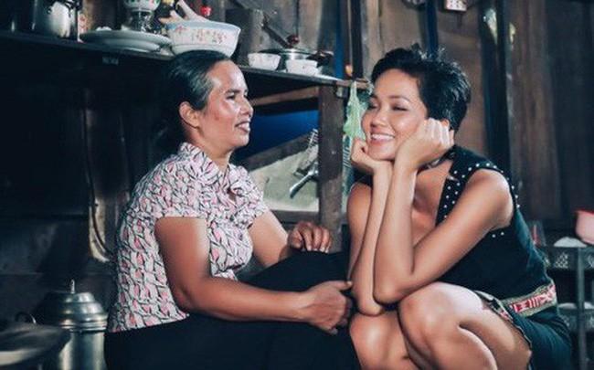 Bị NTK Việt Hùng tố sốc về hoàn cảnh gia đình, Hoa hậu Hhen Niê lên tiếng - Ảnh 1.