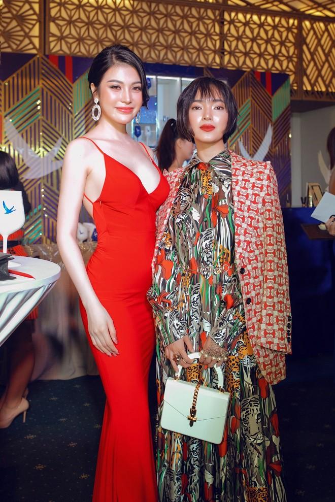 Á quân Tình Bolero 2019 Lily Chen khoe body đồng hồ cát gợi cảm - Ảnh 5.