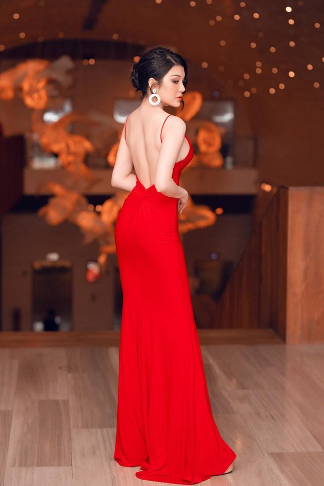 Á quân Tình Bolero 2019 Lily Chen khoe body đồng hồ cát gợi cảm - Ảnh 2.
