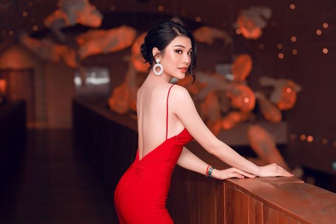 Á quân Tình Bolero 2019 Lily Chen khoe body đồng hồ cát gợi cảm - Ảnh 1.