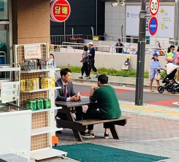 Kim Tae Hee bầu bí tháng cuối thai kỳ, Bi Rain vẫn vất vả quay phim đến xanh xao, cố kiếm thêm tiền bỉm sữa? - Ảnh 3.