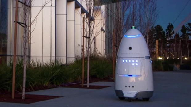 Một con robot cũng tự tử tại đài phun nước công cộng, có lẽ vì công việc quá áp lực? - Ảnh 3.