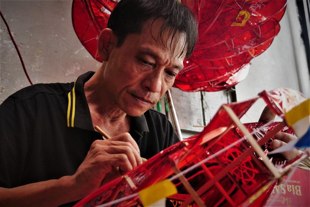 Làng làm đồ chơi ở Sài Gòn bận rộn trước thềm Trung thu - Ảnh 3.