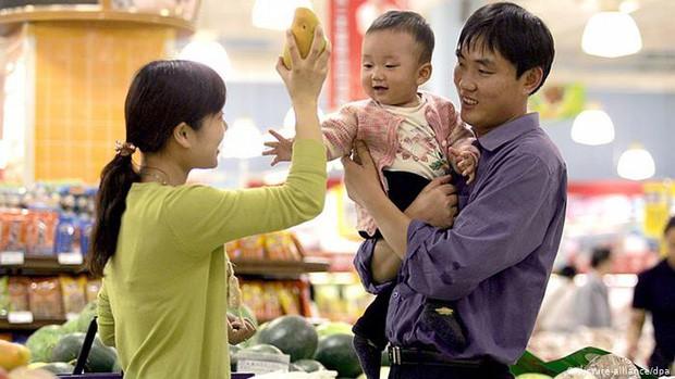 Cha mẹ Việt dạy con điều hay lẽ phải nhưng khi ra đường lại hay khôn vặt, lách luật trước mặt chúng - ảnh 1