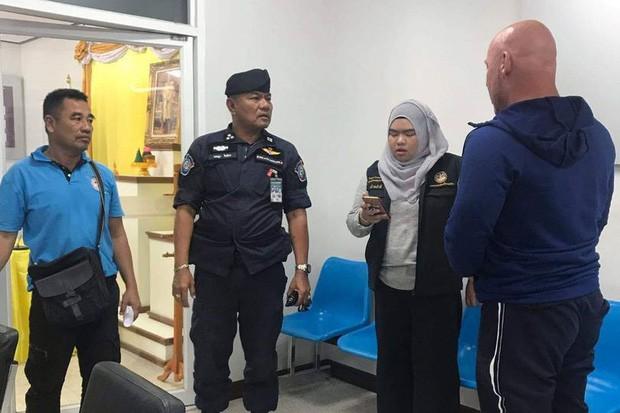 Người đàn ông tử vong tại khách sạn Thái Lan sau khi yêu cầu khách phòng bên ngừng hát hò lúc 2 giờ sáng khiến vợ con mất ngủ - Ảnh 3.