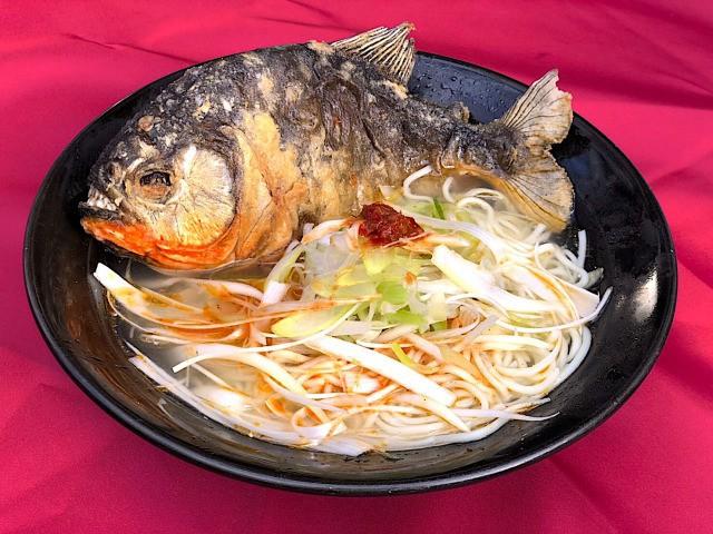 Khi mì Ramen kết hợp với loài cá ăn thịt Piranha: Giá 650k/bát, mỗi ngày chỉ bán 100 bát - Ảnh 1.