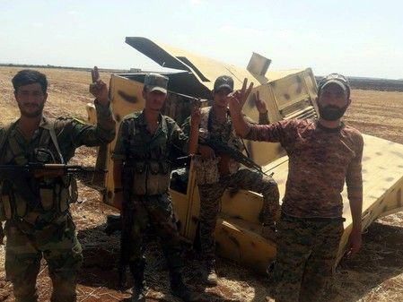 Chùm ảnh quân Assad đánh cho kẻ thù thua tan tác ở chiến trường khốc liệt Syria - Ảnh 2.