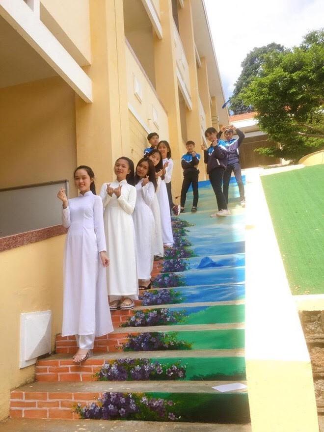 Phạt nhóm học sinh sơn cầu thang, sản phẩm của các em khiến nhà trường quyết đầu tư lớn - ảnh 5