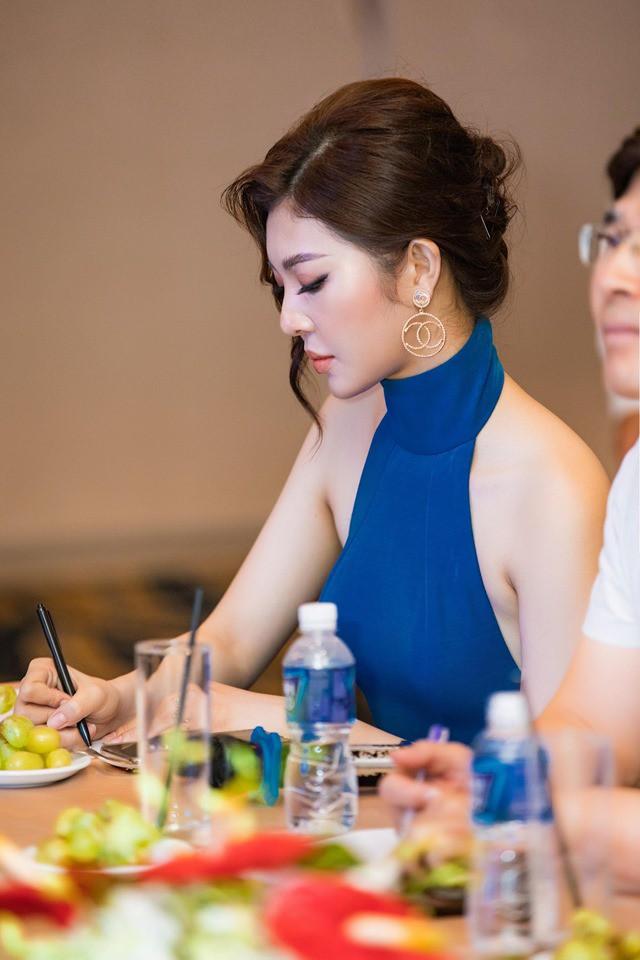 Hoa hậu Thiên Hương khoe da trắng, lưng trần quyến rũ - Ảnh 8.