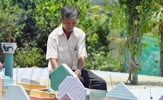 Người đàn ông cưu mang 250 bà mẹ đơn thân khiến Việt Hương chết lặng, Trấn Thành tặng tiền - Ảnh 2.