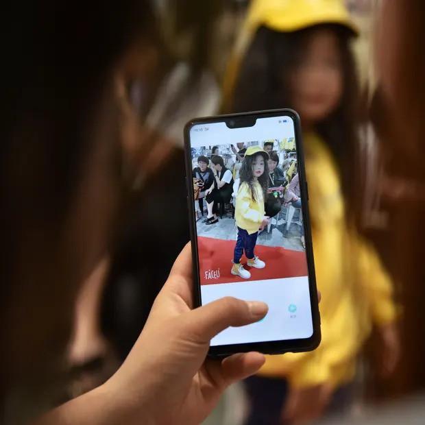 Nghề người mẫu nhí ở Trung Quốc: Bố mẹ lấy cớ trau dồi sự tự tin nhưng vô tình trở thành kẻ bạo hành, biến con thành cỗ máy kiếm tiền - Ảnh 2.