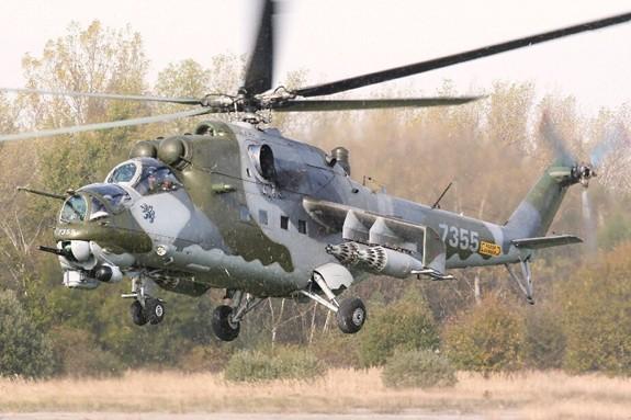 CH Czech thay trực thăng từ thời Liên Xô bằng hàng Mỹ - Ảnh 1.