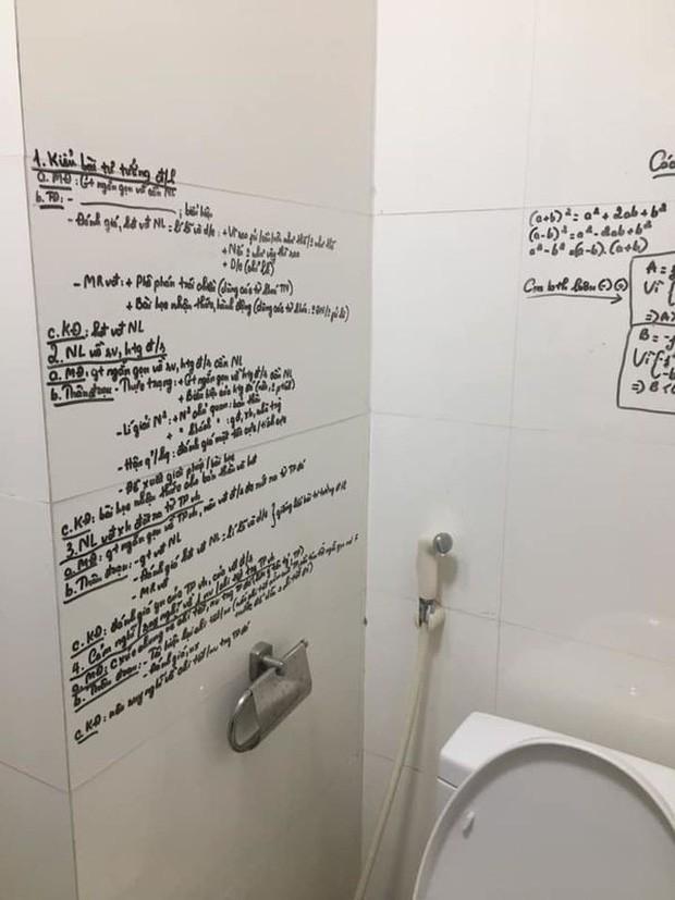 Khi bạn có chuyện phải giải quyết mà vẫn muốn kiểm tra điểm cao, học ngay cách ôn bài trong nhà vệ sinh cực bá đạo này - Ảnh 1.