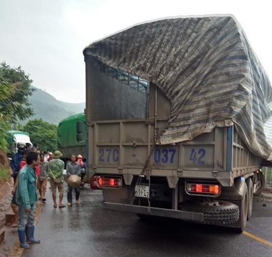 2 xe tải đâm nhau nát đầu ở Sơn La, 1 tài xế chết tại chỗ - Ảnh 3.